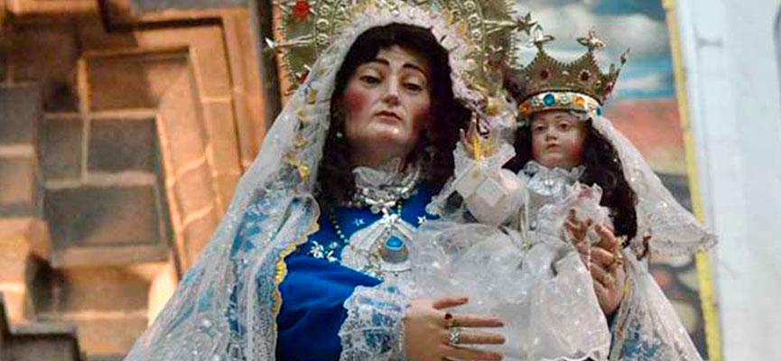 Santa Ana sostiene a la Virgen María