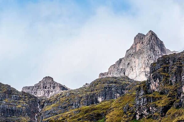 How to avoid Altitude Sickness to hike Mountain Pitusiray?