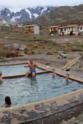 Deliciosas aguas termales de Pacchanta en el Nevado Ausangate
