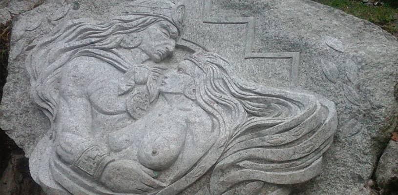 Amor prohibido en el Circuito de Piedras en Aguas Calientes, Machupicchu
